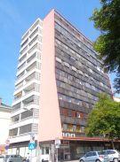 Zur Detailansicht: 4 Zimmer Wohnung mit Westloggia und Garage!